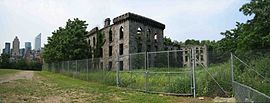 Ruins of the Smallpox Hospital 2007.jpg