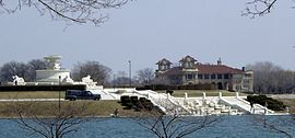 Belle Isle casino and fountain - Detroit Michigan.jpg